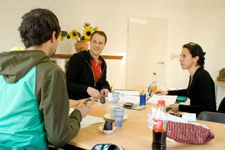 慕尼黑德语半密集课程,授课水平从A1到C2, 周一到周五,每节课为时两个小时